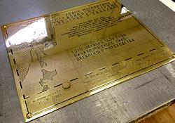 Латунные таблички для памятников, связавшись с нашим центральным офисом в Санкт-Петербурге или у наших представителей в других городах. Патинирование латуни